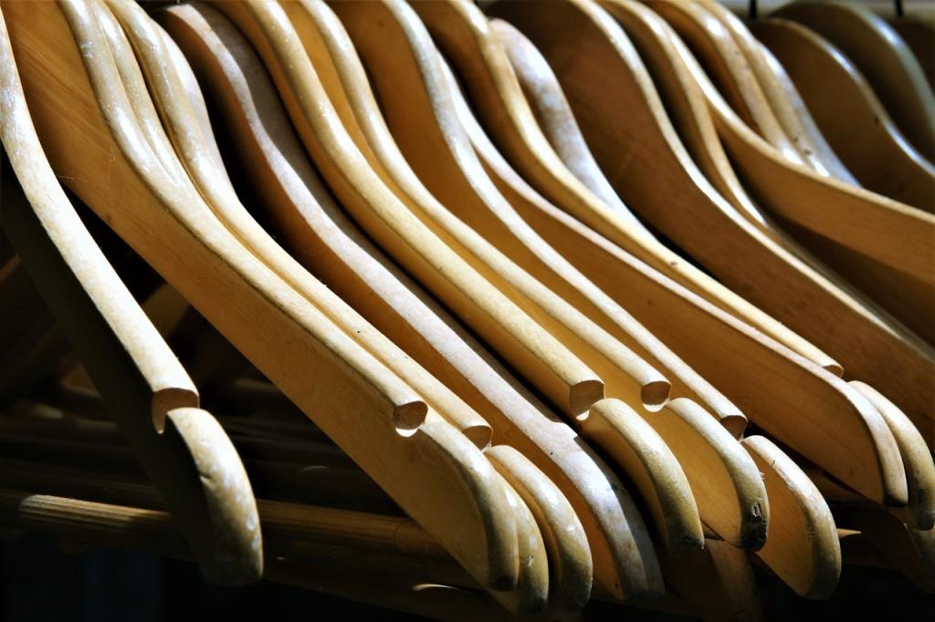 coat-hanger-2555345_1280